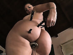 Kelly Divine shows every inch of her body