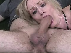 MILF gives all she can