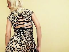 picked up blonde shows her body