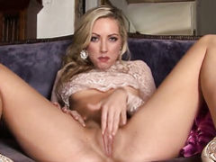 Sarah Peachez with tiny tities and shaved cunt