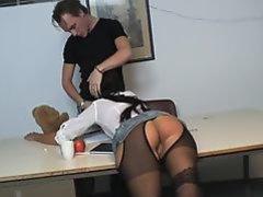 Studente krijgt een geile spanking