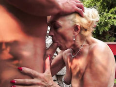 Blonde is in fucking ecstasy with hot guy
